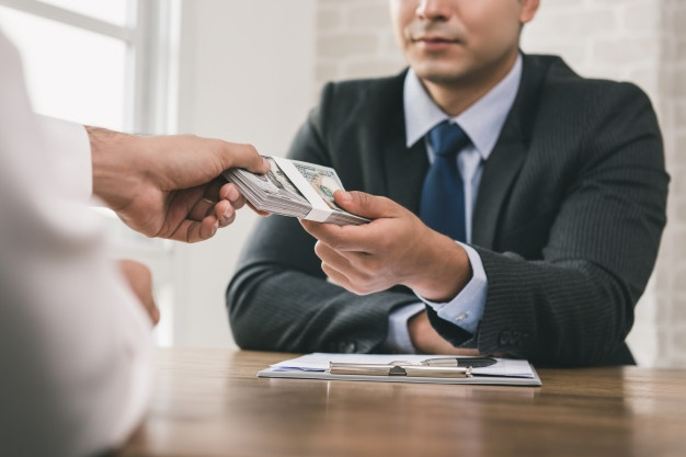 Real Estate Agent Commission — Who foots the bill?