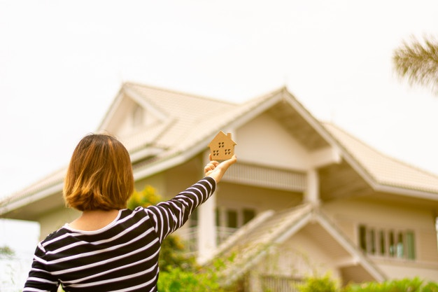 Purchasing a Home in a Seller's Market? Here are some must-know tips for buyers.